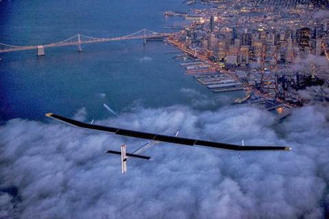 علمها - علم فناوری آموزش، تصویری زیبا از پرواز هواپیما با انرژی خورشیدی solarimpulse