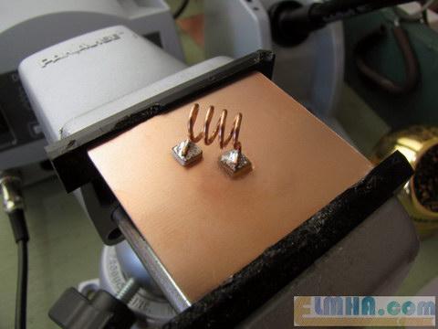 تصویر 9-پروژه برق الکترونیک در علمها: لحیم کردن پایه های بوبین فرستنده