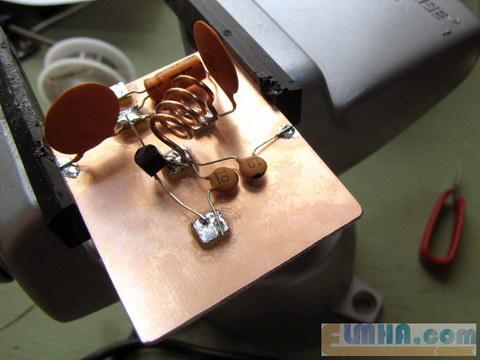 تصویر 14-پروژه برق الکترونیک در علمها: مونتاژ المان های مدار فرستندهافام،FM transmitter